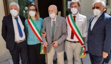Consegna dell'onorificenza di Cavaliere della Repubblica all'ex IMI Basilio Pompei